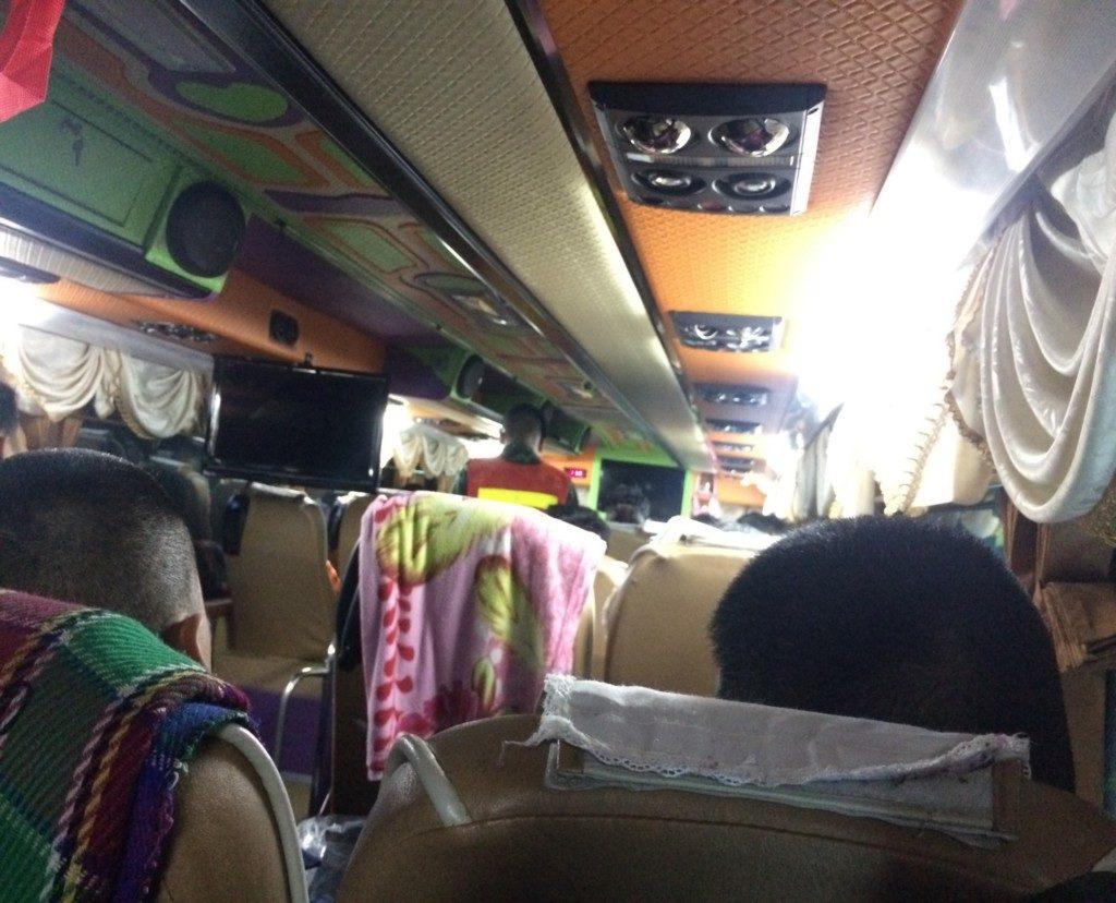 バスの車内