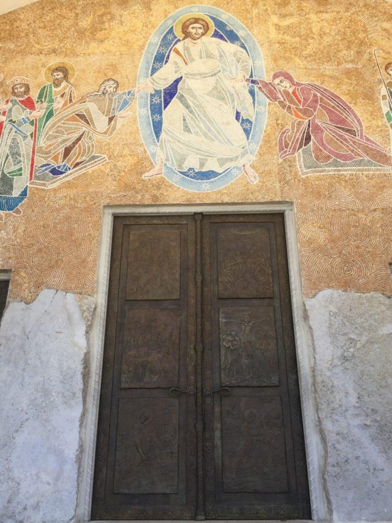 教会の扉アップ