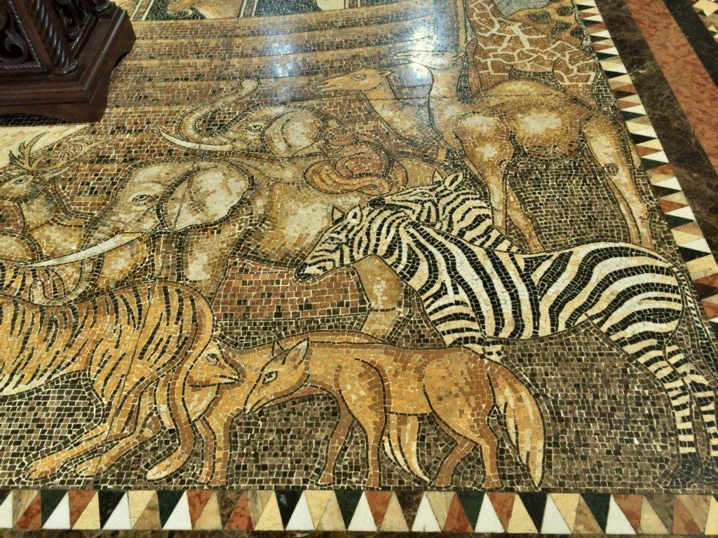 絨毯に描かれた動物たち