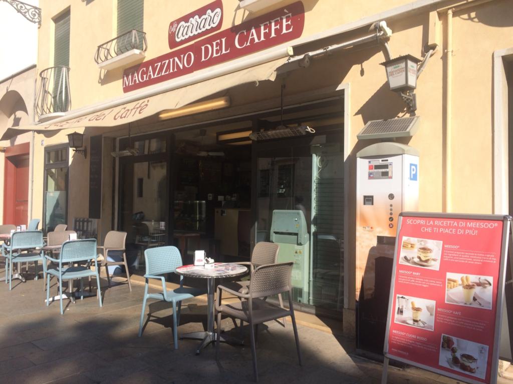 ガラガラのカフェ