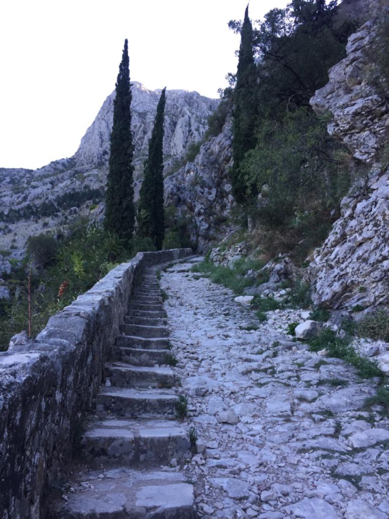 城に続く階段