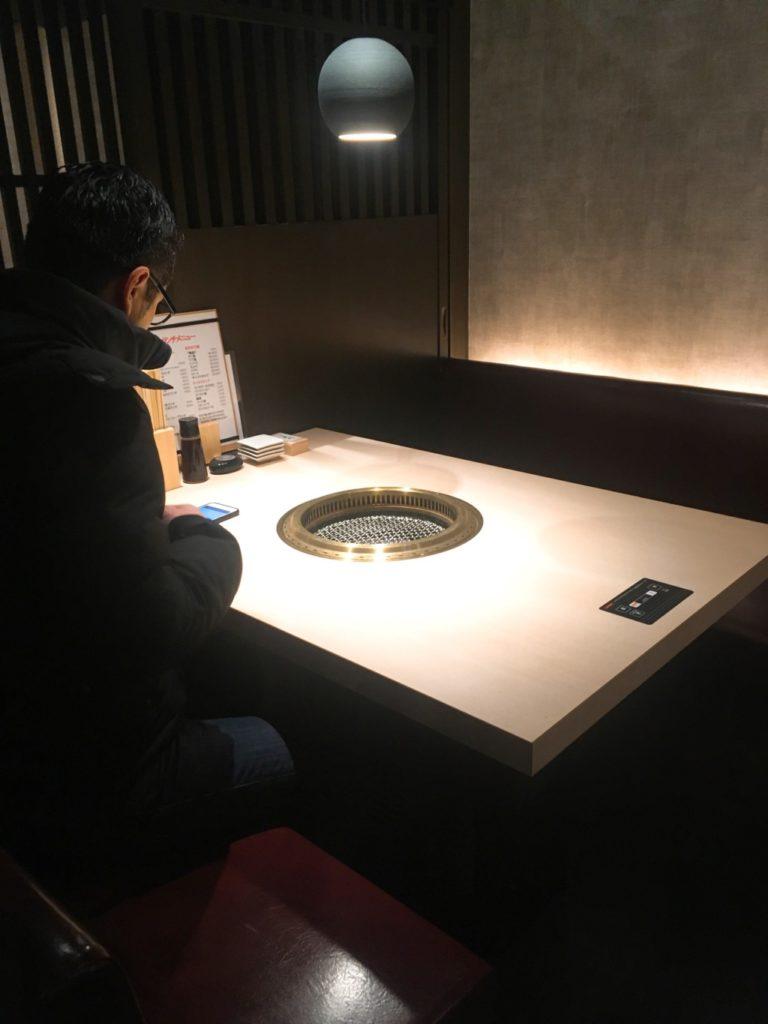 地下のテーブル席