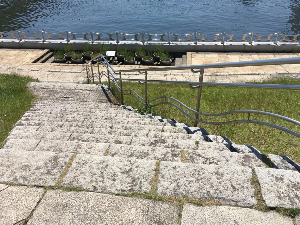 隅田川テラスへ降りる階段