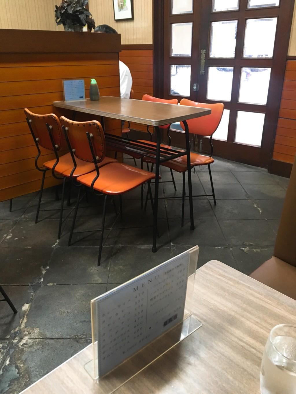 桃乳舎テーブル席