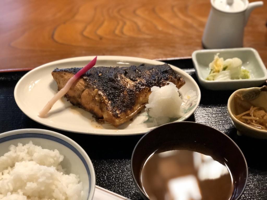 生鮭照焼定食アップ
